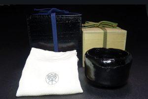 楽吉左衛門の黒楽茶碗
