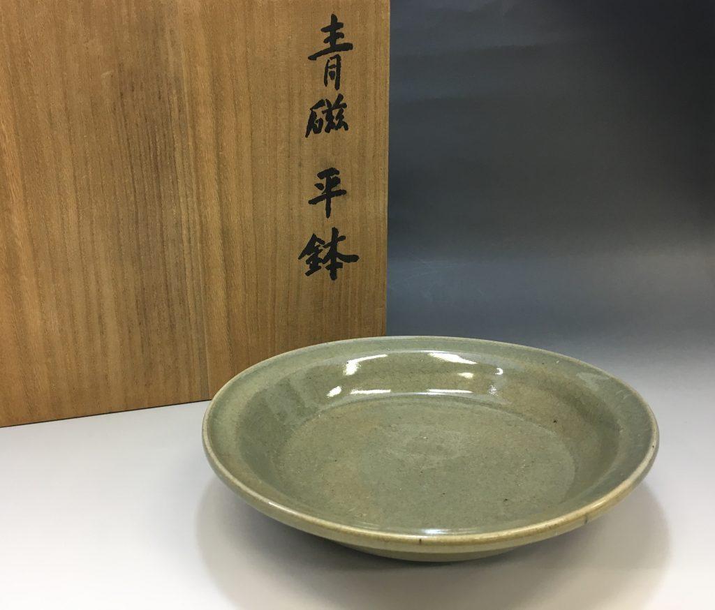 近藤悠三の青磁平鉢
