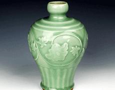 龍泉窯 青磁 陽刻花文 花瓶