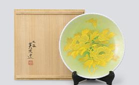 釉裏金彩牡丹文飾皿