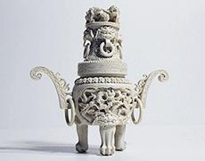 象牙彫刻の香炉など