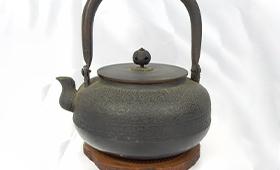 平丸形卍紋少砂瓶 鍋敷き付き