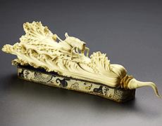 象牙彫刻/白菜と飛蝗