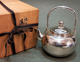 岡野利光造の京都銀瓶