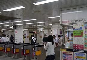 御堂筋線天王寺駅の西改札口> </div> <div class=
