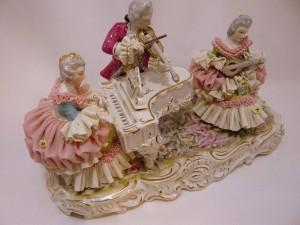 アイリッシュドレスデンのレース磁器人形